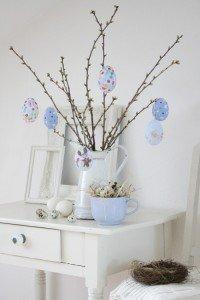 paasboom met geverfde eieren